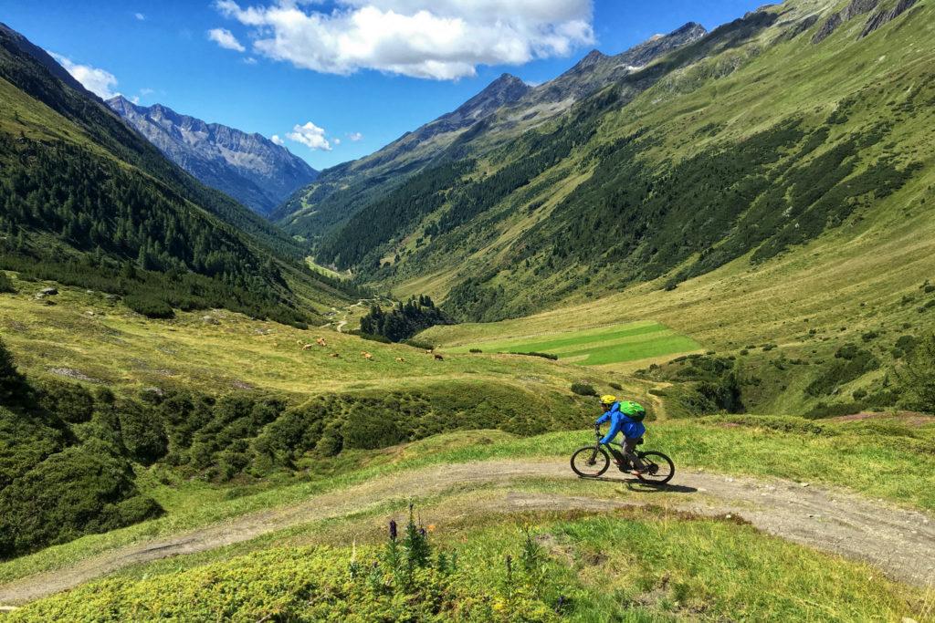 Discesa dal Passo dei Bovi Verso Riva di Tures